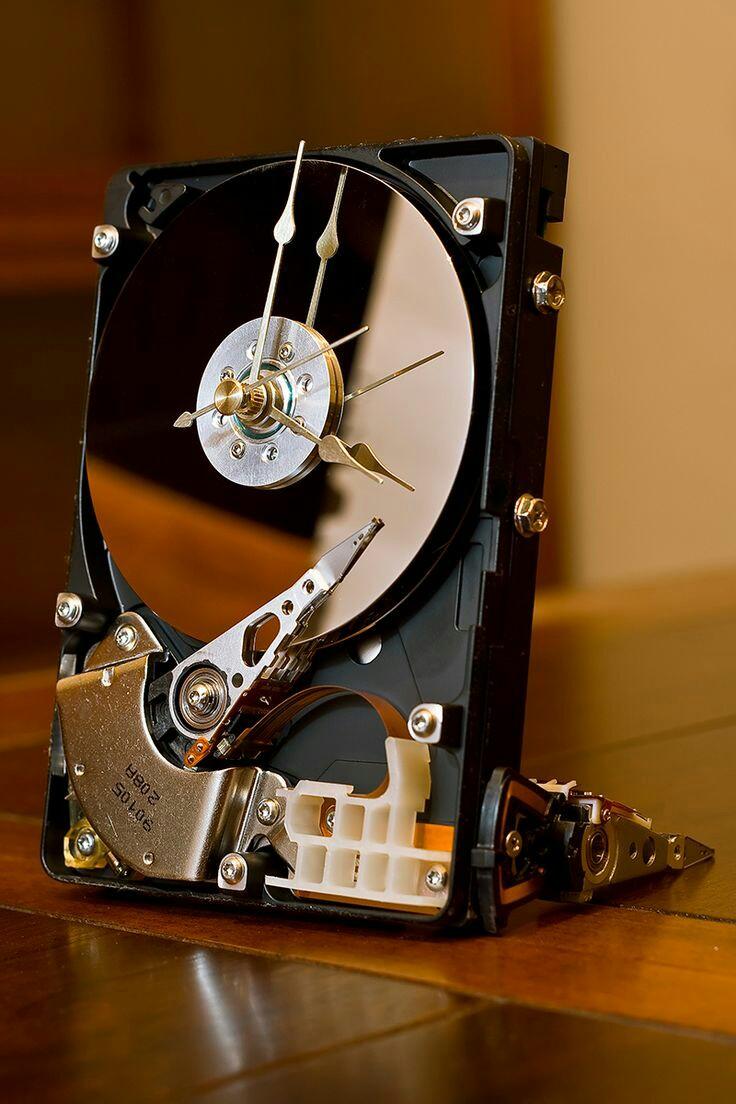 Стария твърд диск става ефектен Часовник