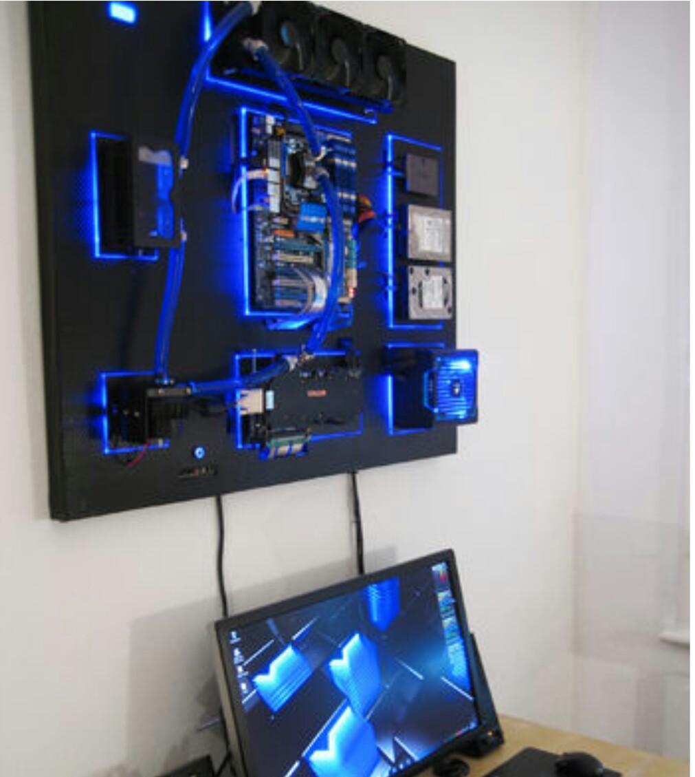 Да си качиш компютъра на стената